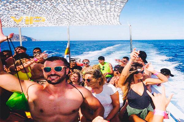 Despedida de Soltero en Catamaran en Cabo San Lucas
