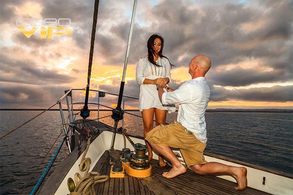 Romántica pedida de mano abordo de Velero en Los Cabos
