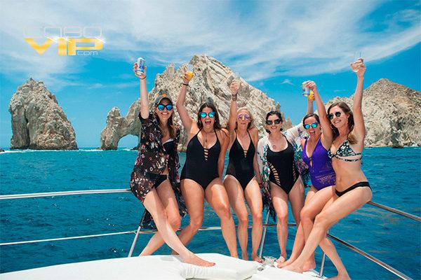 Vacaciones con Amigas abordo de Yate en Cabo