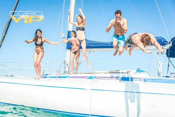 Vacaciones con amigos abordo de Yate en Los Cabos