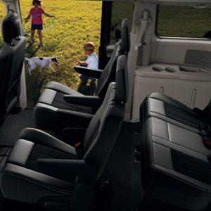 Renta una Camioneta Dodge Caravan en los Cabos